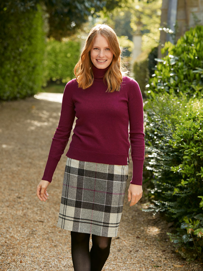Rollkragenpullover mit Tartan-Patches in Merlot von Barbour